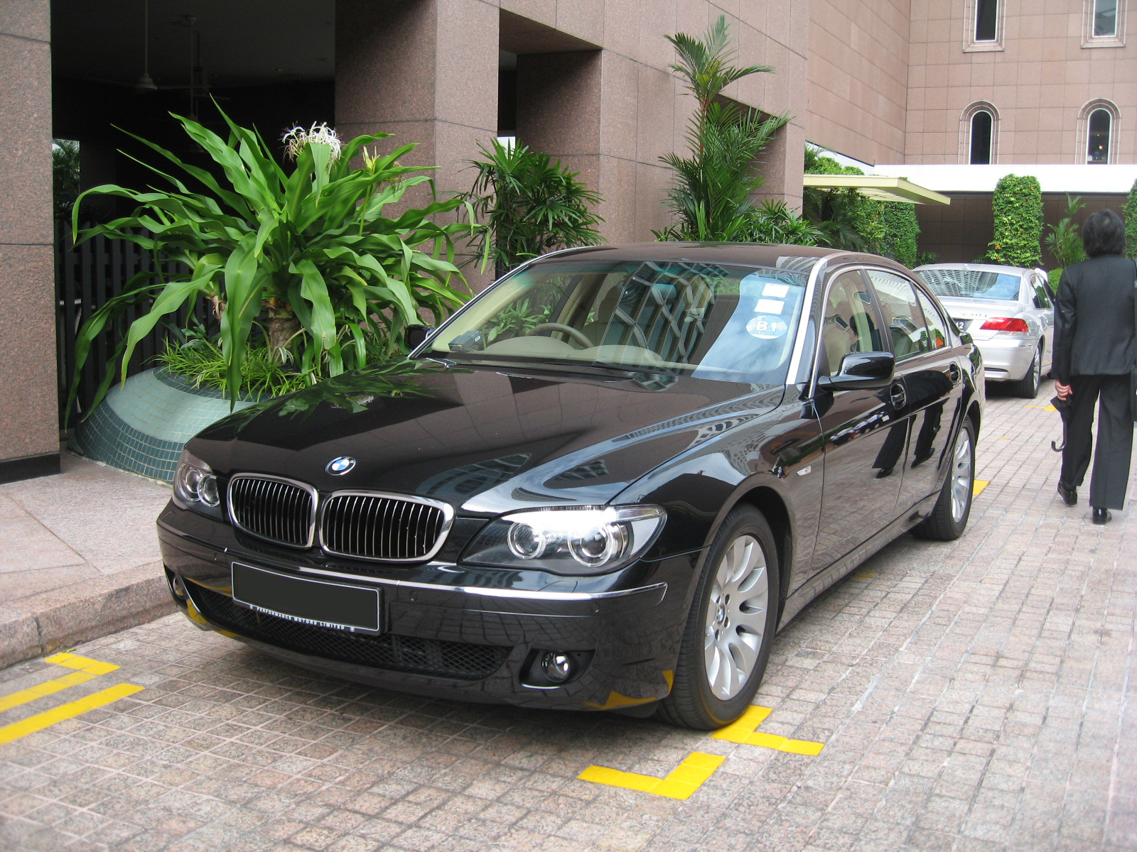 bmw_7_series_front