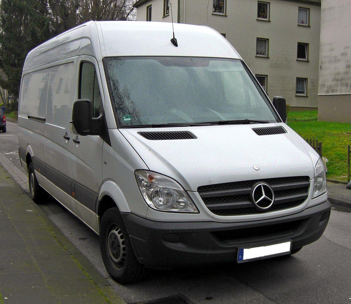 1200px-Mercedes_Sprinter_front