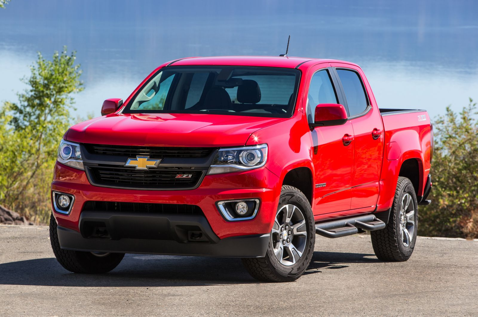 2015-Chevrolet-Colorado-Z71-front-three-quarters-view1